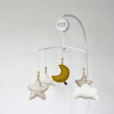 Muziekmobiel vilt maan wolken sterren oker